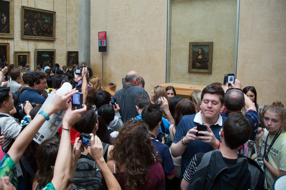 Heavy crowds in front of the Mona Lisa