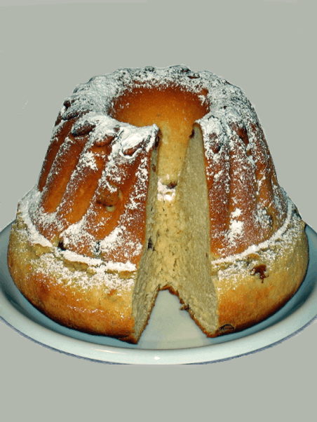 A delicious baked good with powdered sugar, it looks like a bundt cake